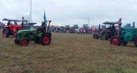 Uczniowie ZSP Kościelec na wyścigu traktorów w Wielowsi