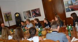 Młodzież Kościoła Zielonoświątkowego z wizytą w ratuszu