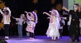 Przedszkolaki zaprezentowały swoje talenty na deskach teatru (TV)