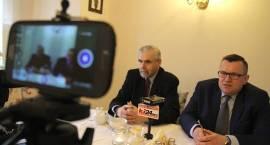 Konferencja prasowa radnych opozycji (TV)