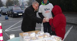 Jacek Olech kanapkami zachęca do głosowania