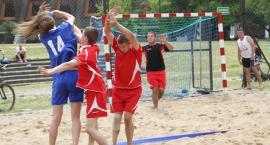 Młodzi piłkarze ręczni rywalizują na piasku