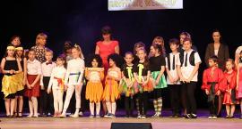 Uczniowie szkół podstawych prezentowali się na scenie (TV)