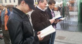 Polityczne czytanie na Rynku