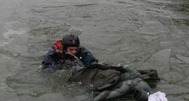 Pokazali jak ratować ludzi na lodzie