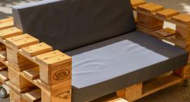 Pomysł na tanie urządzenie ogrodu, sypialni czy salonu - meble z palet!