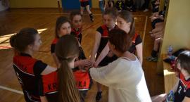 Dziewczyny rywalizowały pod siatką