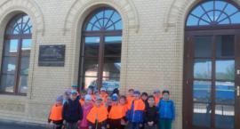 Dzieci z Muzycznej Krainy wyruszyły pociągiem na wycieczkę