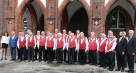 Śpiewacy z wizytą w ratuszu