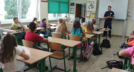 Uczniowie dowiedzieli się jak zadbać o bezpieczeństwo podczas wakacji
