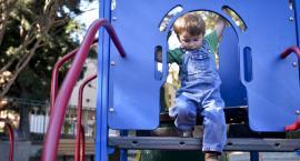 Jakie urządzenia na placu zabaw są najlepsze dla dzieci poniżej 5 roku życia?