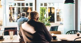 Praca w roli opiekunki osób starszych – czy można wykonywać ją bez doświadczenia?