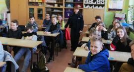 Policjantka na szkolnych zajęciach