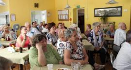 Seniorzy i przedstawiciele służb na wspólnej debacie
