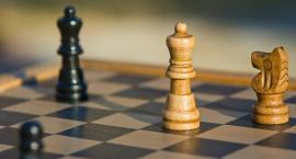 Zagraj w szachy na przystani