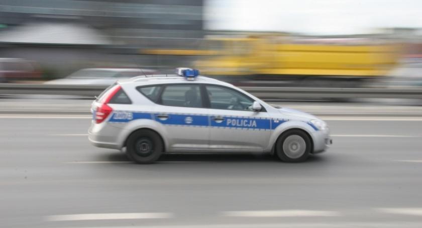 Na sygnale - CMC, Policjanci czuwali bezpieczeństwem pieszych rowerzystów - zdjęcie, fotografia