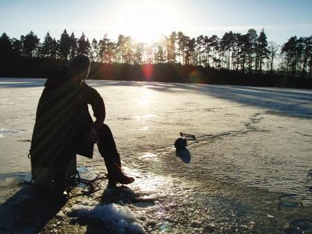 Jak łowić ryby - techniki , środku zimy - zdjęcie, fotografia