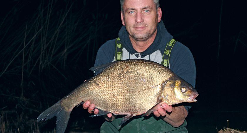 Jak łowić ryby - techniki , Nocne leszcze spławik - zdjęcie, fotografia