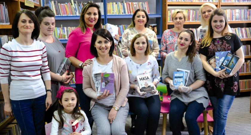 okazjonalne, Biblioteka kobiet - zdjęcie, fotografia