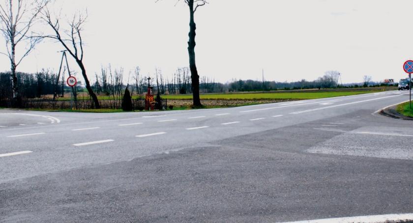 bezpieczeństwo, Powstanie sygnalizacja niebezpiecznym skrzyżowaniu Dzierzążni! - zdjęcie, fotografia