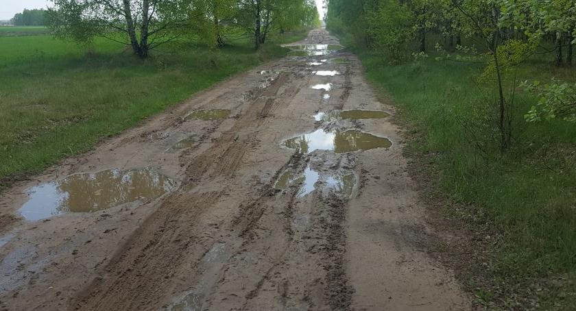 interwencje, Droga Szczytno Michalinek boisko - zdjęcie, fotografia