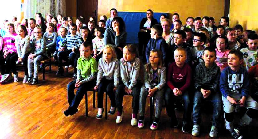 bezpieczeństwo, Pokaz ratownictwa dzieci Kamienica - zdjęcie, fotografia