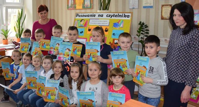imprezy szkolne, czytelnicy - zdjęcie, fotografia