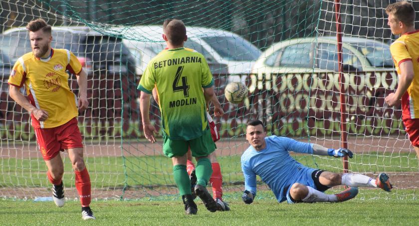 piłka nożna, klasa zwycięski przegrane Korony Jutrzenki - zdjęcie, fotografia