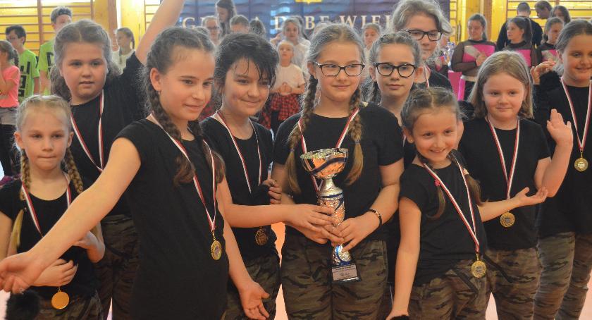 sukcesy, Skorp Dance Studio wytańczył kolejne medale puchary - zdjęcie, fotografia