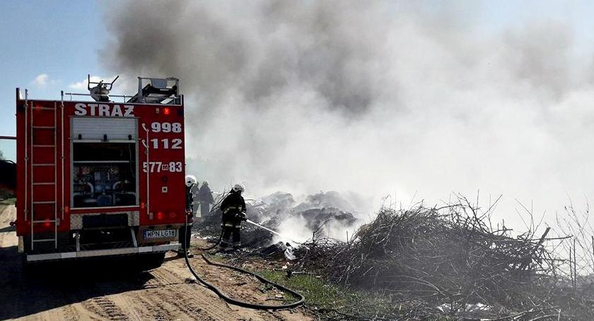 pożary, Śmieci nieużytkach - zdjęcie, fotografia
