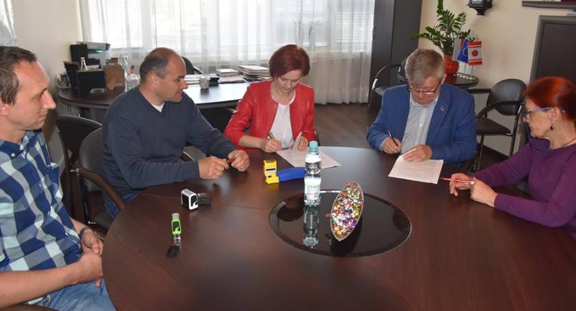 organizacje/stowarzyszenia, Dotacja zakręconych - zdjęcie, fotografia