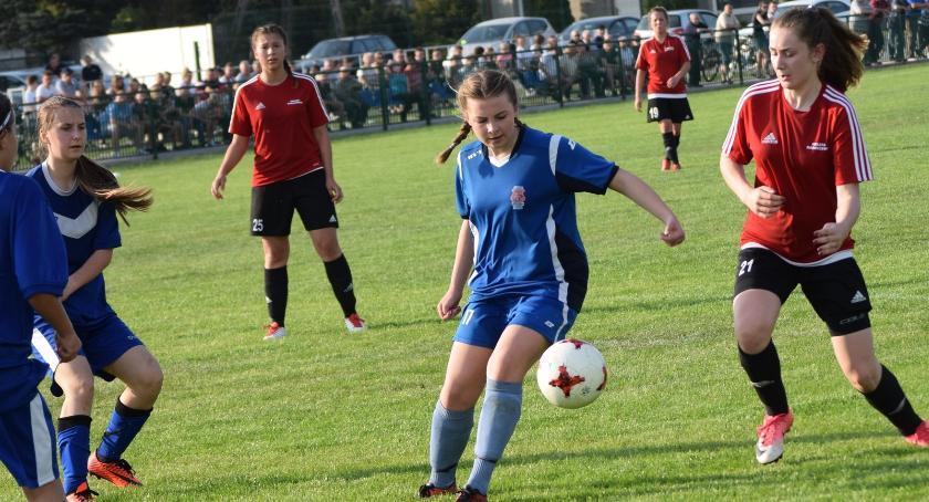 piłka nożna, Zwycięska niedziela kobiecej piłce - zdjęcie, fotografia