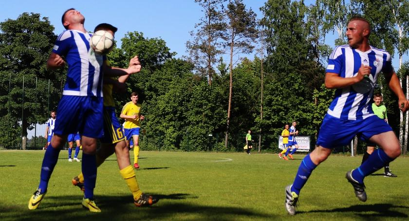piłka nożna, klasa Korona dała liderowi Jutrzenka ograła Pokrzywnicę - zdjęcie, fotografia
