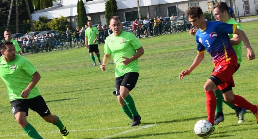 piłka nożna, Orlęta dały liderowi - zdjęcie, fotografia