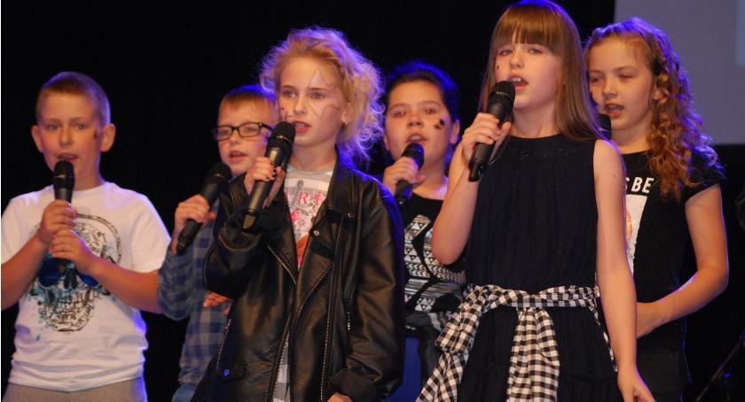 konkursy, Konkursowo zaśpiewali angielsku - zdjęcie, fotografia