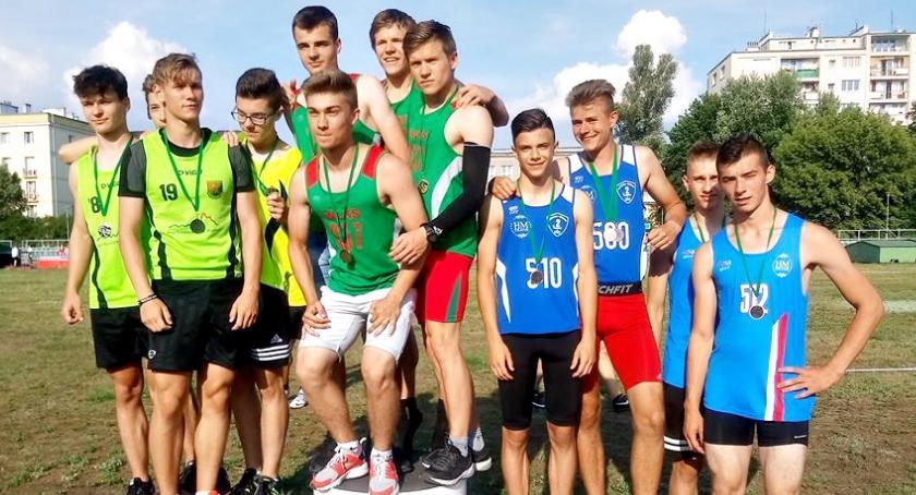 lekkoatletyka, medali podczas lekkoatletycznych mistrzostw Mazowsza - zdjęcie, fotografia