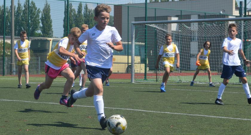 piłka nożna, Młodzi piłkarze Niepodległej - zdjęcie, fotografia