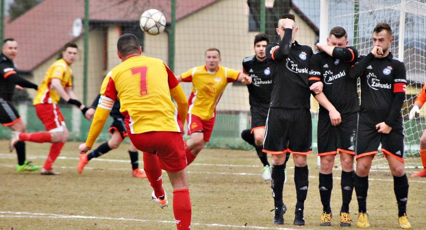 piłka nożna, Kolejne derbowisko piłkarski weekend - zdjęcie, fotografia