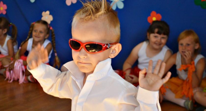 imprezy szkolne, Najpierw występy potem piknik czyli dzień rodziny Mystkowie - zdjęcie, fotografia