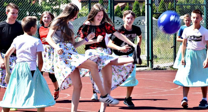 imprezy szkolne, Wesoły piątek Nowym Mieście - zdjęcie, fotografia
