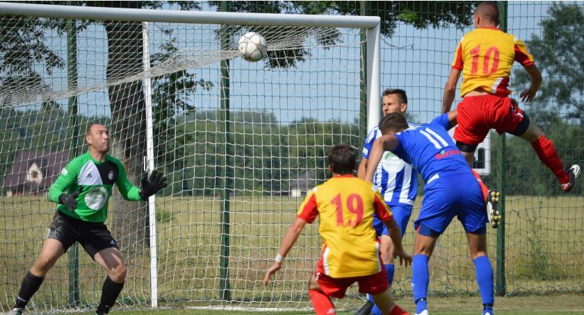 piłka nożna, górą derbowym pojedynku Koroną - zdjęcie, fotografia