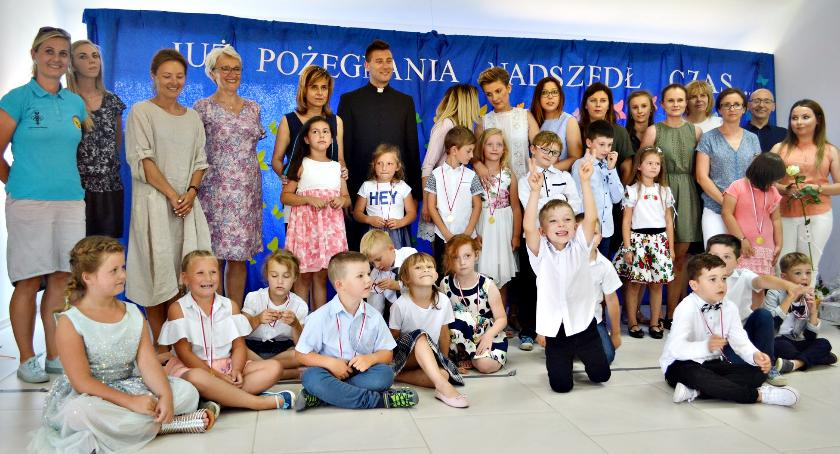 """imprezy przedszkolne, Uroczyste pożegnanie """"Akademii - zdjęcie, fotografia"""
