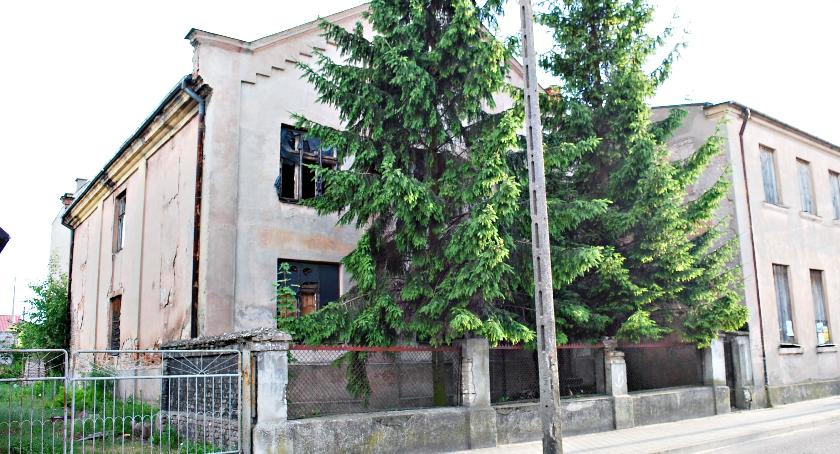 historia, synagodze teraz cmentarz - zdjęcie, fotografia