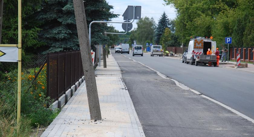 inwestycje, Starostwo odpowiada chodnik chodniki wyżej… - zdjęcie, fotografia