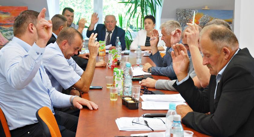 samorząd, Burzliwie sesji Naruszewie - zdjęcie, fotografia