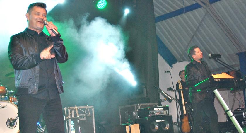 zaproszenia, Zenek Martyniuk zaśpiewa Czerwińsku - zdjęcie, fotografia