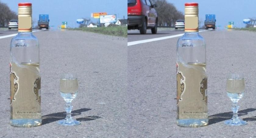 policja na drodze, Zgłosili drogówki pijanym - zdjęcie, fotografia