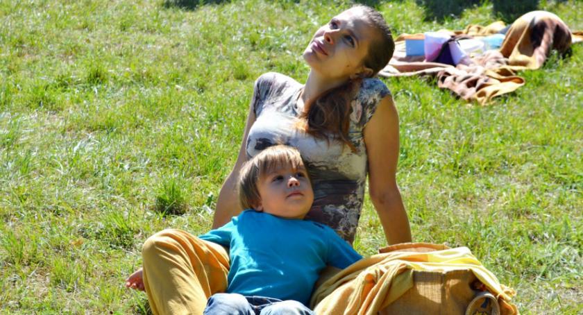 inicjatywy, Śniadanie trawie - zdjęcie, fotografia