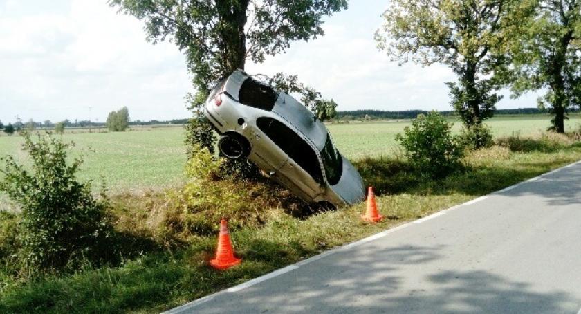 policja na drodze, Policyjny raport drogowy wypadki pijani prędkość - zdjęcie, fotografia