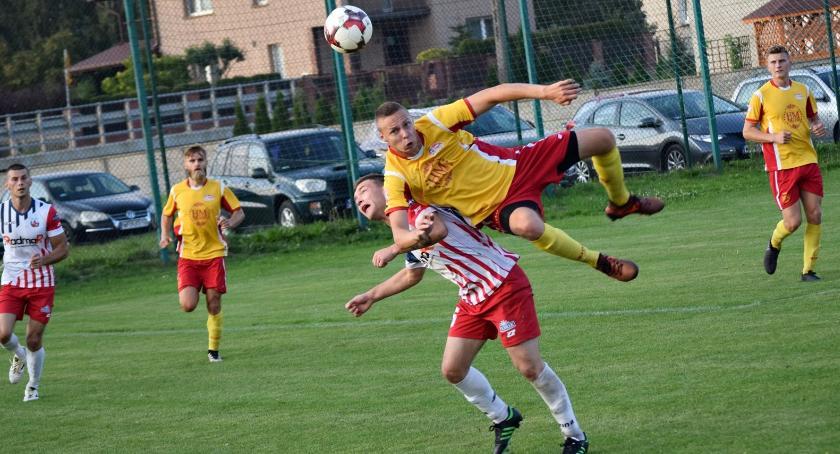 piłka nożna, Pucharowe derby Błękitnych awansem - zdjęcie, fotografia
